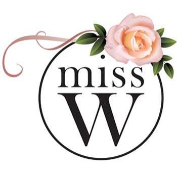 Maquillage bio, logo miss w avec ecriture noire dans cercle noir et une rose