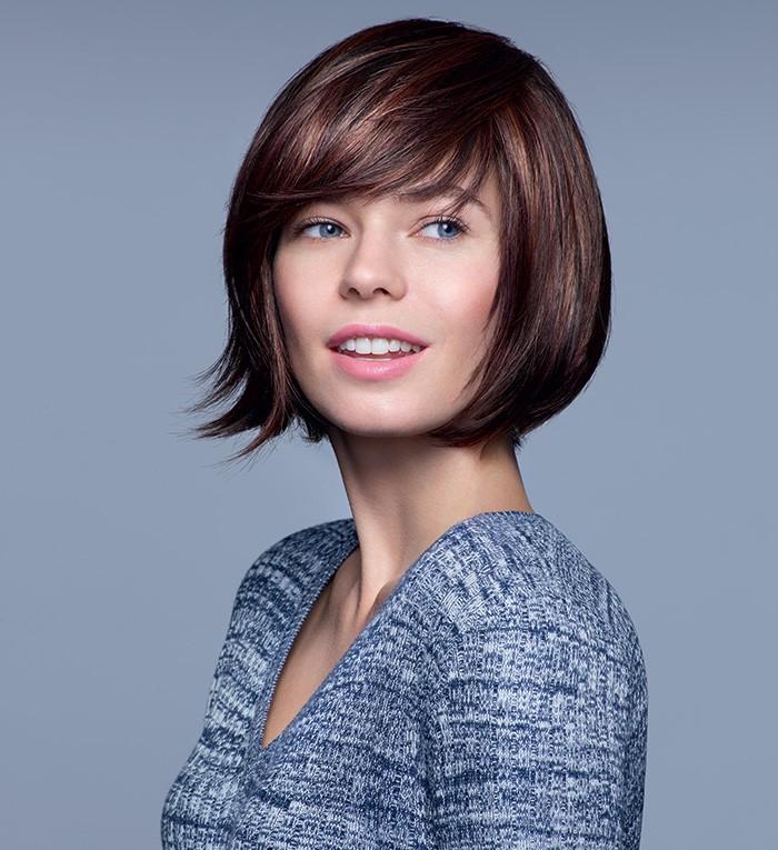Chevelure de remplacement, femme avec perruque aux cheveux courts