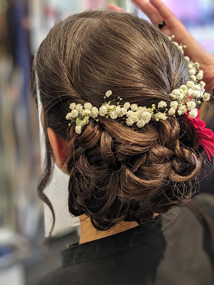 Création de chignon pour coiffure de mariage